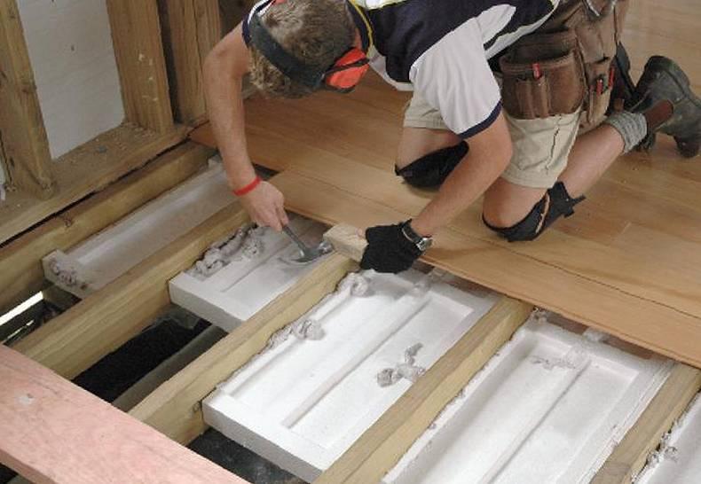 Чем утеплить деревянный пол в бане своими руками